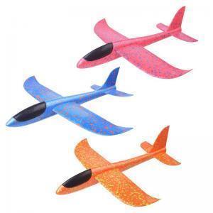 Метательный самолет и водные пистолеты