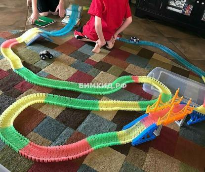 360 дет. Гибкая чудо-трасса с мостом, тоннелем и 2-мя машинками (Magic Track)